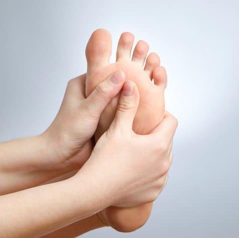 handsmassagingfoot